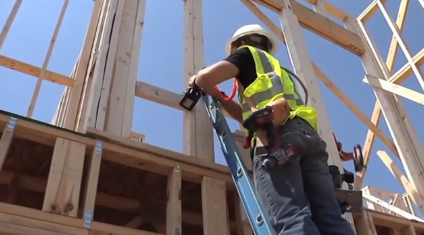 construction-worker-on-ladder-with-safety-harness